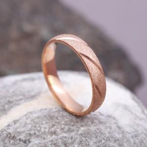 Женское кольцо матовое, золотистое, С8169